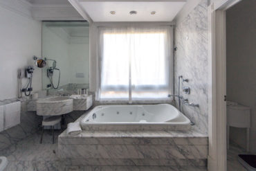 One Bedroom Suite Bathroom - Hotel Majestic Roma