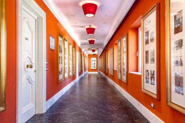Corridor leading to guest rooms - Hotel Majestic Roma